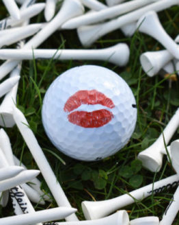 golf ball with lips